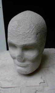 Rostre esculpit